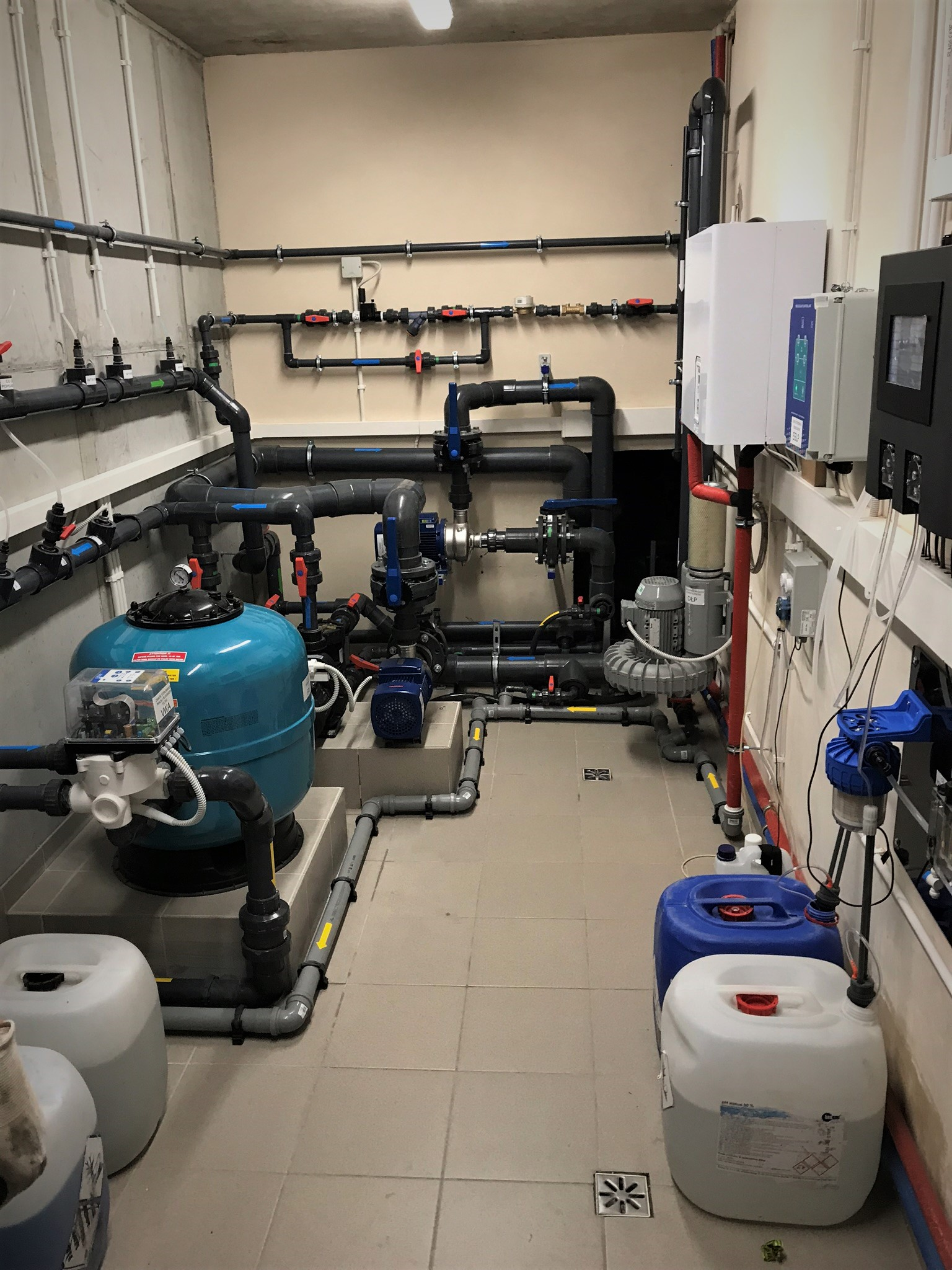 technologia-basenowa-technika-filtr-chemia-uzdatnianie-wody-parownik-pompy