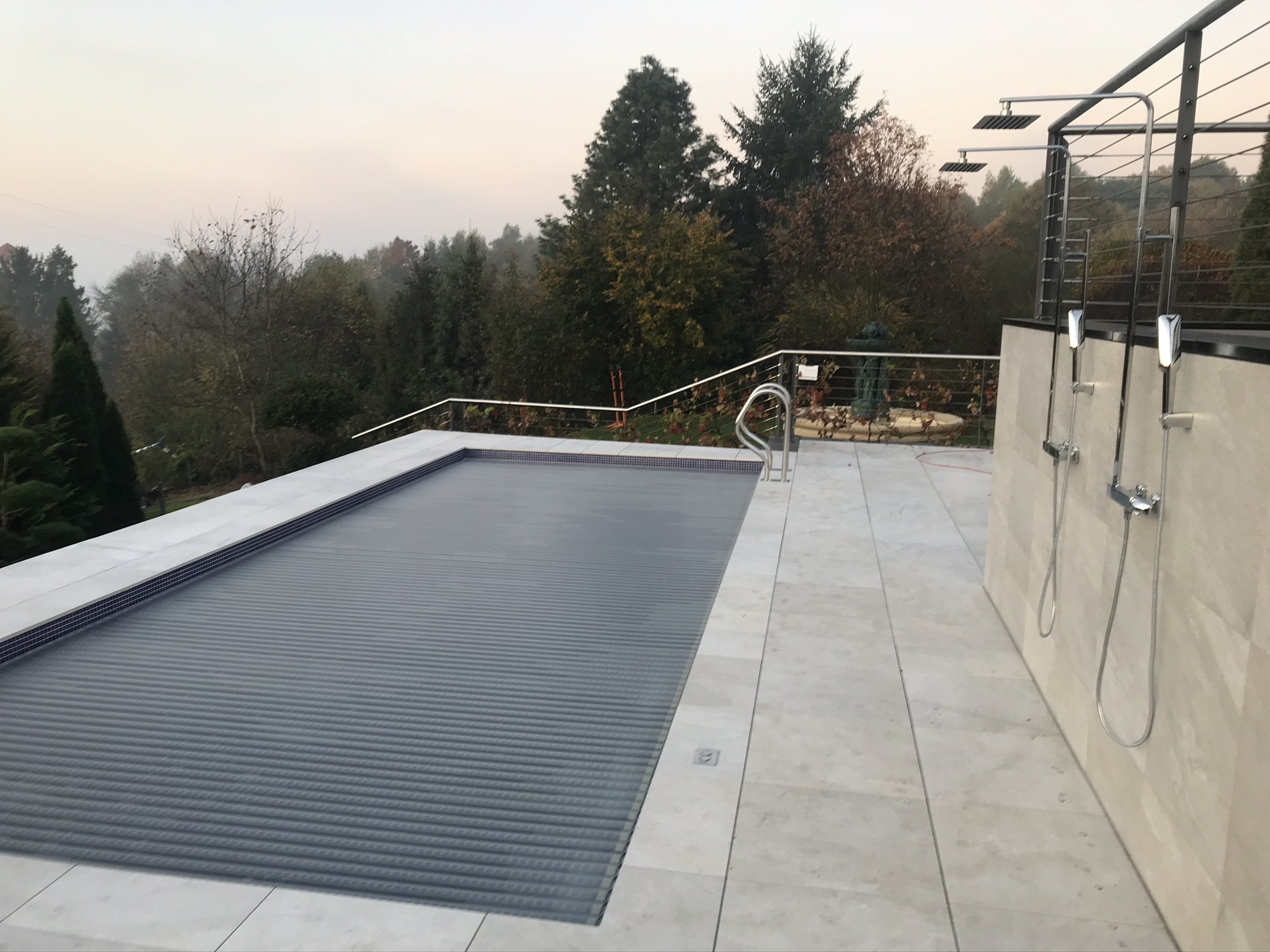 basen-roleta-dno-drabinka-mozaika-budowa basenu-ogrodowy