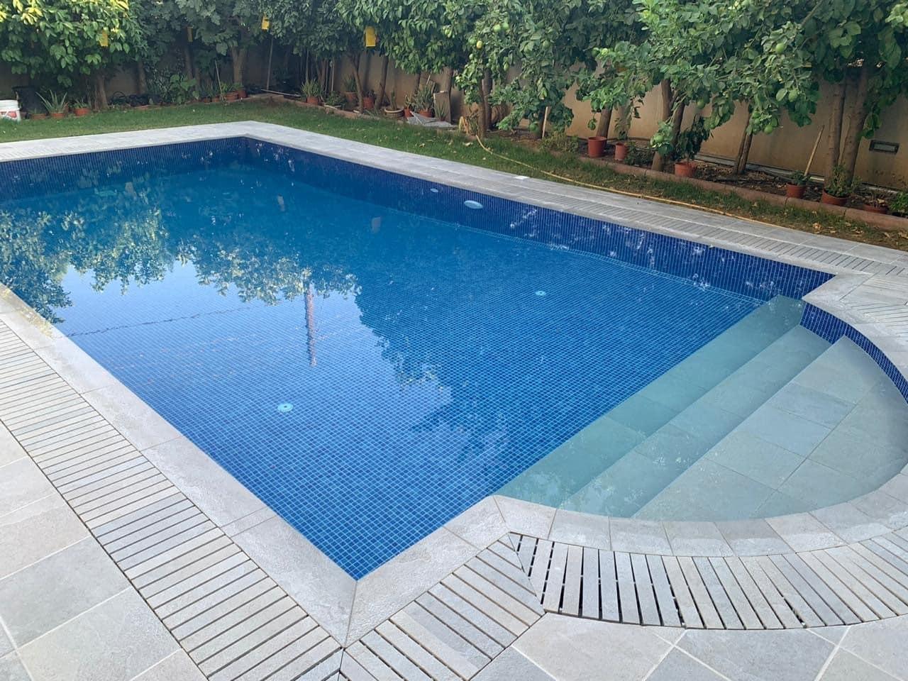 basen-budowa-przelewowy-kratka-kamienna-ceramiczna-przelewowa-przelew
