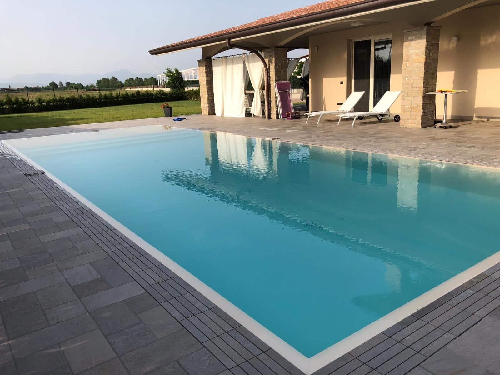 kratka przelewowa basenowa gresowa kamienna kolorowa basen infinity przelewowy skimmerowy