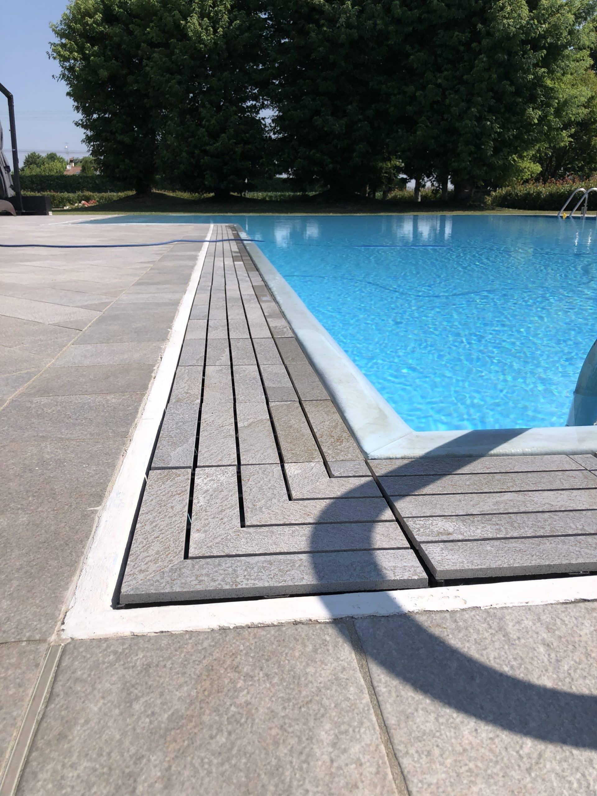 kratka przelewowa basenowa gresowa kamienna kolorowa basen infinity przelewowy