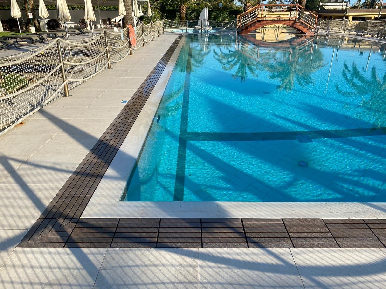 kratka przelewowa basenowa gresowa kamienna kolorowa basen infinity przelewowy płytka basenowa gresowa