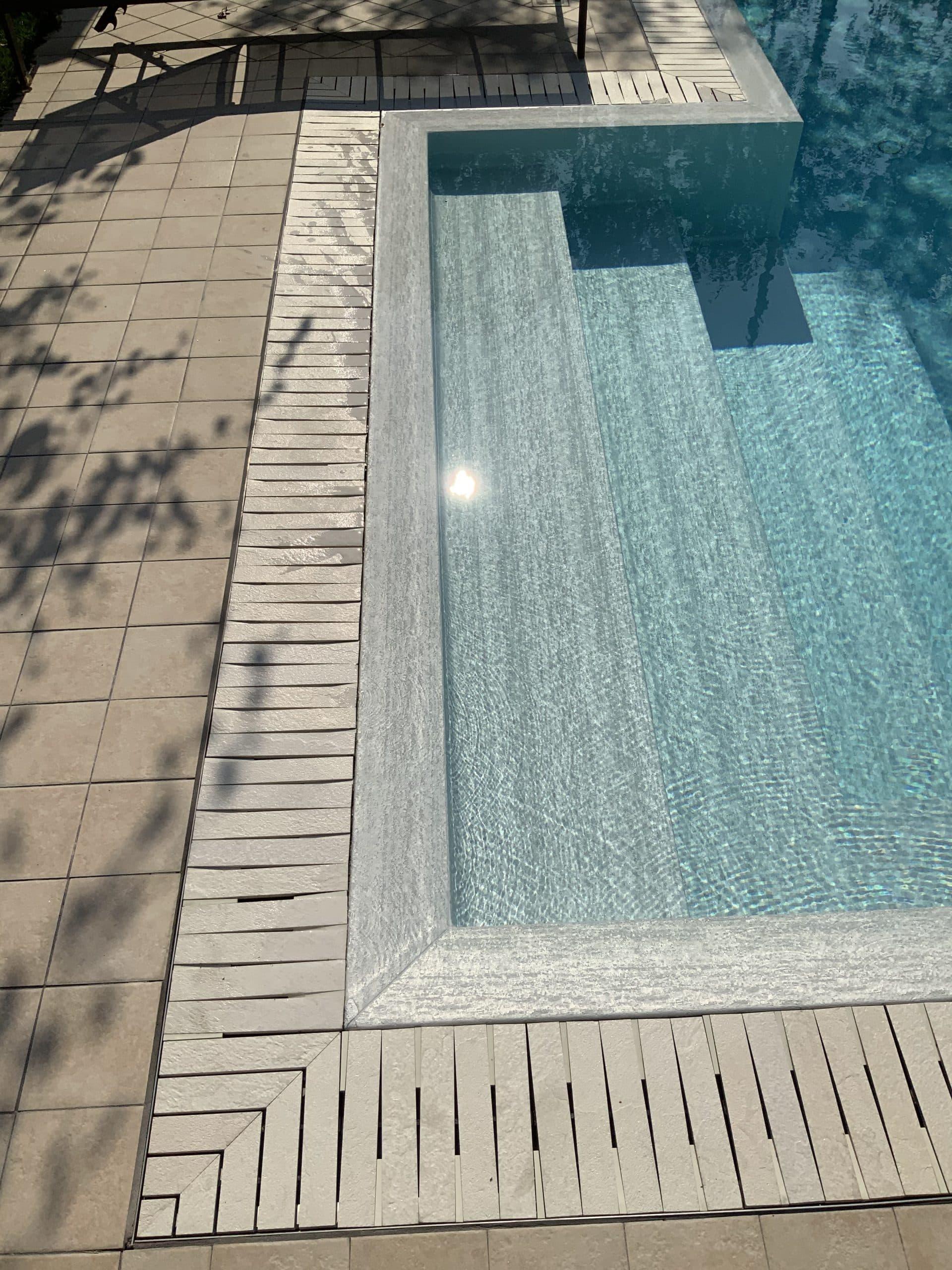 kratka przelewowa basenowa gresowa kamienna kolorowa basen infinity przelewowy Modulartem włoska elegancka