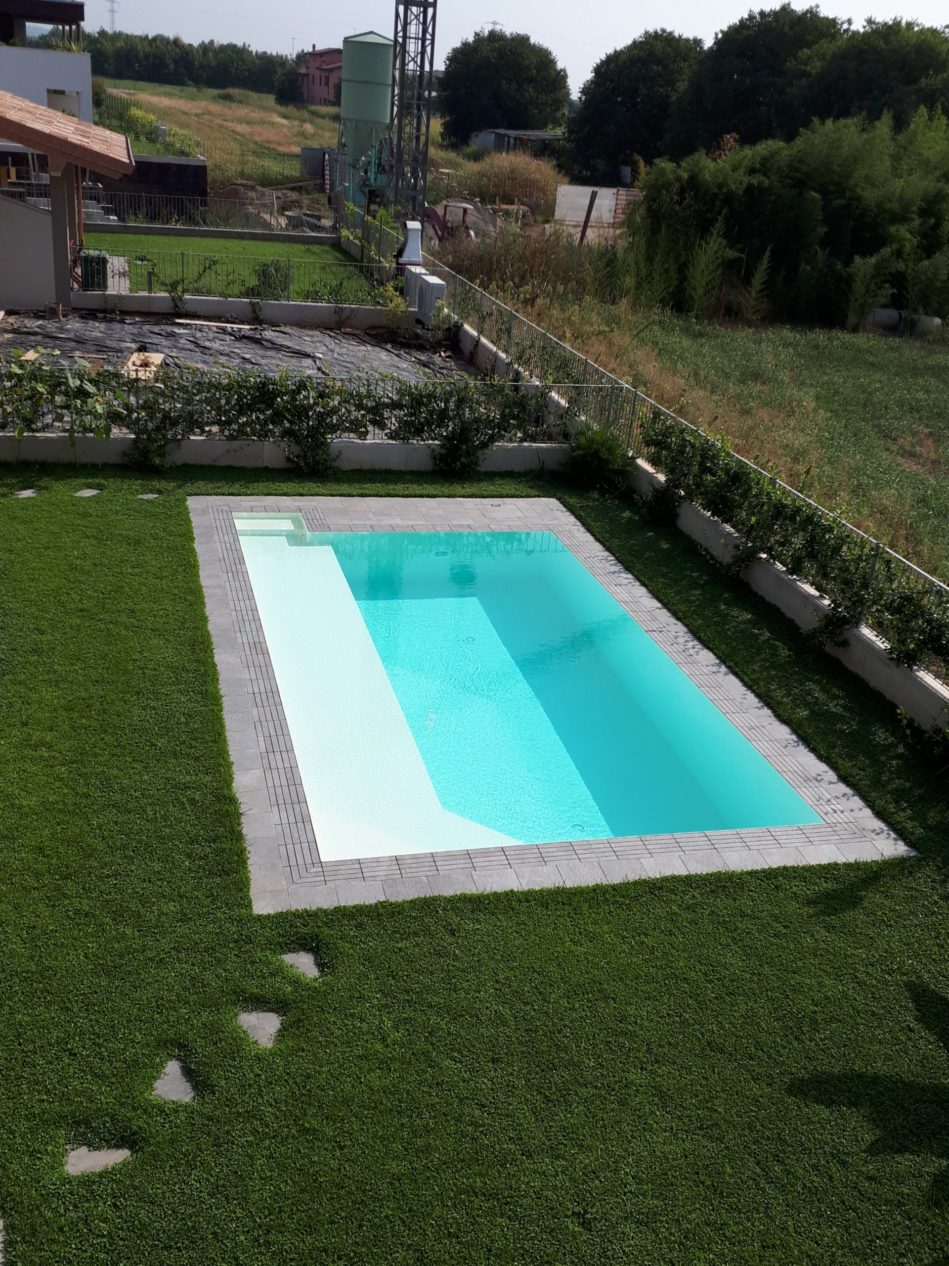 basen ogród ogrodowy mały przelewowy wykończenie